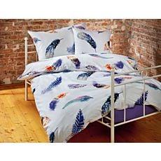 Linge de lit blanc avec plumes colorées