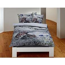 Linge de lit avec vache et chaîne de montagnes, allure lambris de bois