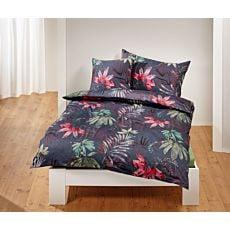 Linge de lit souligné d'un mélange de feuilles colorées