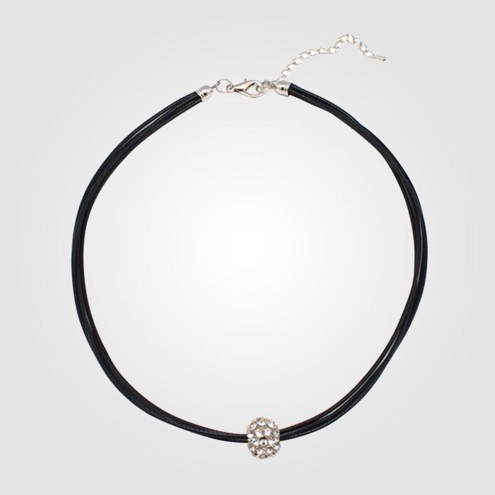 Collier noir avec pendentif en forme de boule