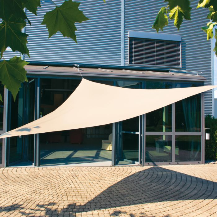 Voile d'ombrage triangulaire avec protection UV