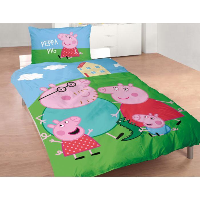 Linge de lit avec Peppa Pig devant sa maison sur la colline