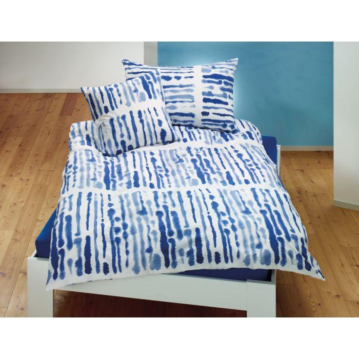Bettwäsche mit blauen Tintenstrichen auf weissem Grund